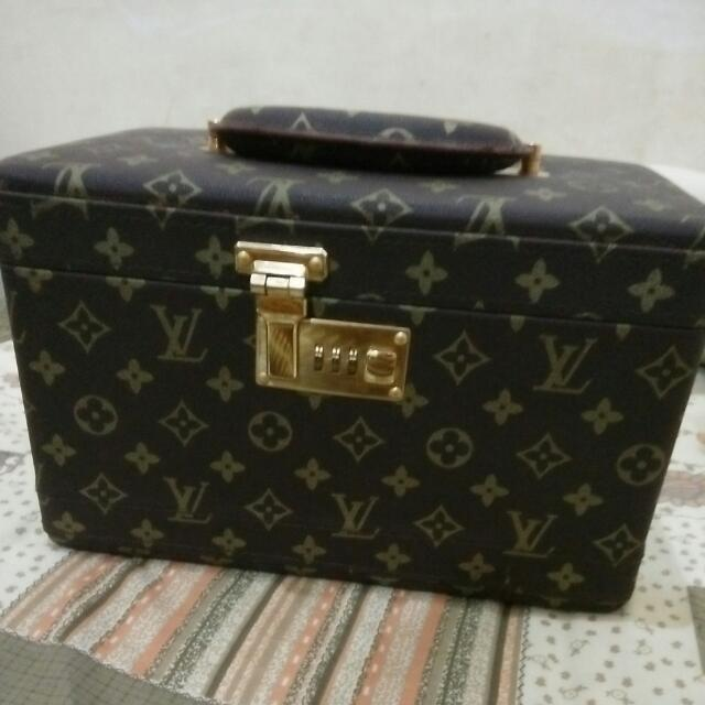 LV Beauty Case