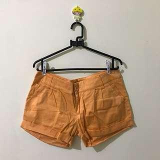 orange short pants