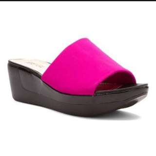 Kenneth Cole Reaction Pepe Step Platform Wedge in Berry