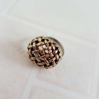 Minimalistic Gold Toned Weaved Ring Size L