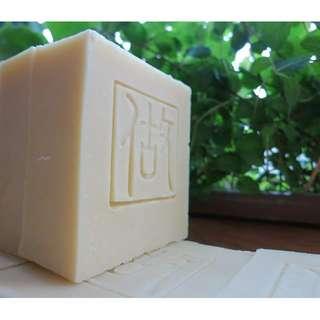 《洋甘菊百里香乳油木果手工皂》90g +/- 5%