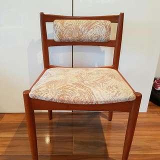 Mid CENTURY Slender Legged Dining Chairs Vintage