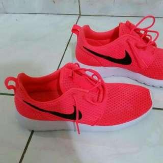 Nike Roshe One BR  Ukuran 44 Original Made In INDONESIA Kondisi 90% Harga Net