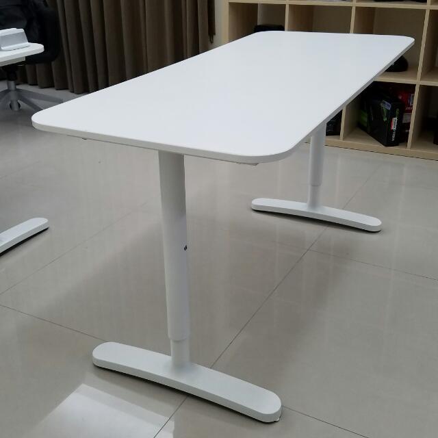 Ikea Bekant (140x60): 白色辦公桌