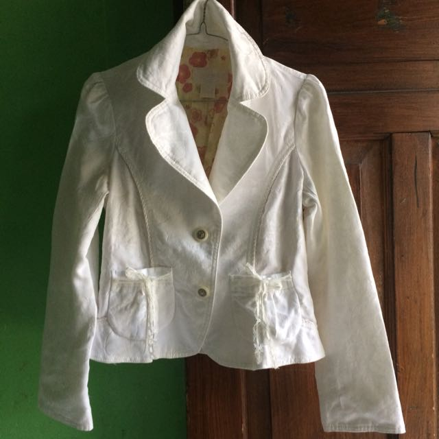 Korean's White Blazer