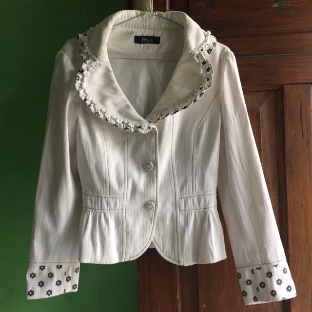 Korean's White Blazer (2)