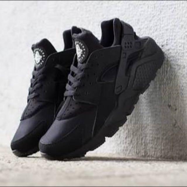 Nike Air Huarache Triple Black Size US 9 (BNIB)