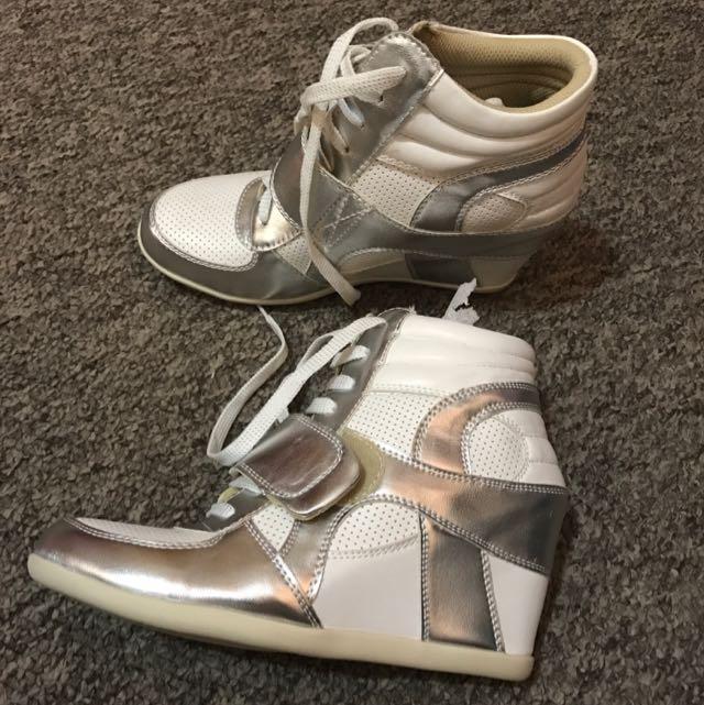 Novo Hitch White Silver Size 7
