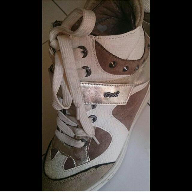 Sepatu Sneakers Gosh