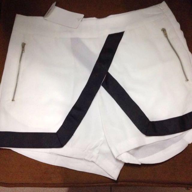 Wrap Skort With List Black & White