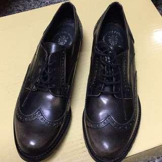 義大利製雕花皮鞋