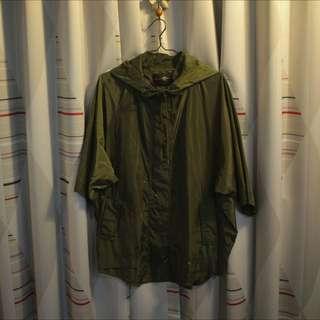 2%軍綠色滑面外套