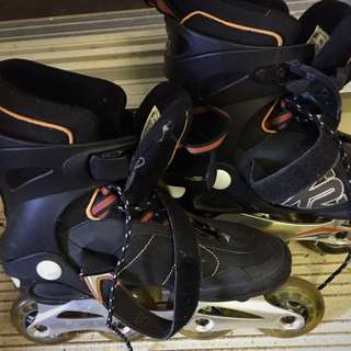 Size 8 Men's rollerblades Lightly Used.