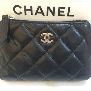 Chanel黑色羊皮拉鍊零錢包