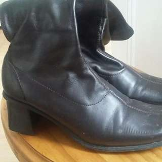 Boots Size 7