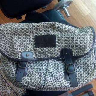 FRED PERRY sling beg (Authentic)