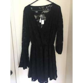 Size M Ice Dress With Lace Sleeves