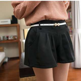 俐落打褶線條感個性短褲