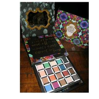 Urban Decay Alice Through The Looking Glass Eyeshadow Palette NEW + AUTH