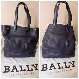 Preloved Authentic BALLY leather tote bag size large