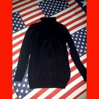 Long Turttle Neck Black Sleeves