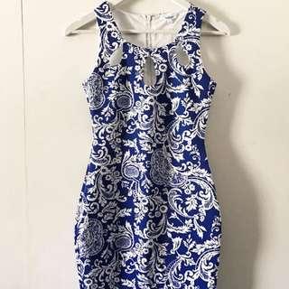 Dress - Size S - Valleygirl Blue And White Florentine Pattern