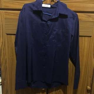 深藍色襯衫
