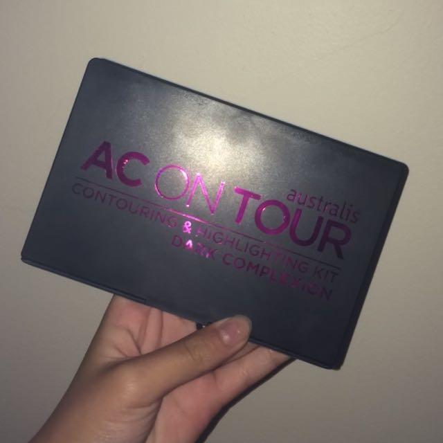 AC ON TOUR CONTOUR & HIGHLIGHT PALETTE