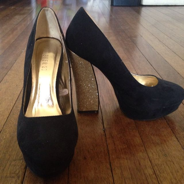 F21 Pumps with Gold Heels