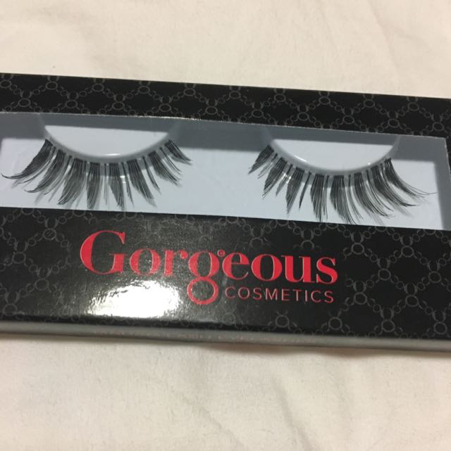 Gorgeous Cosmetics Fakes Eyelashes
