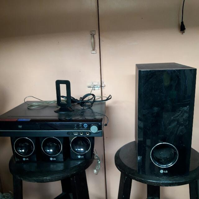 LG 5 IN 1 Home Theatre System with speaker stand-