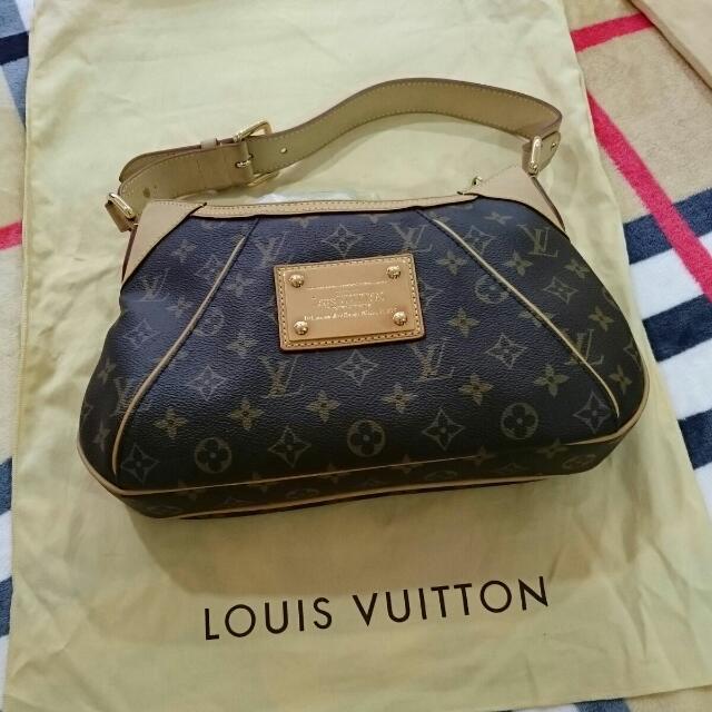 ef768e07009b Louis Vuitton Thames PM Monogram Canvas Shoulder Bag M56384
