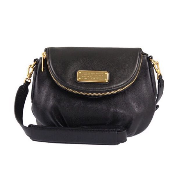 🎉🎉🎉想買新包啦**MARC by Marc Jacobs New Q MINI Natasha Bag Black Marc Jacobs  經典黑色系側背包