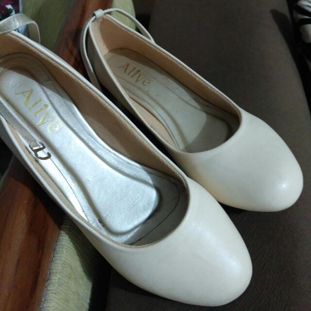Sepatu Aliveloveart Ballet Wood Cream 41