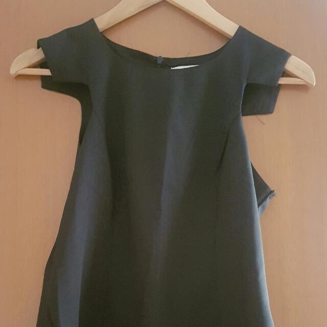 Size 6 Black Top