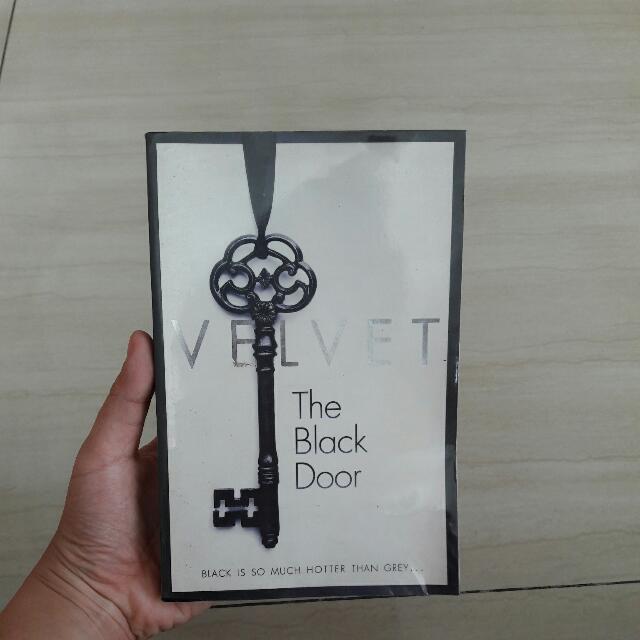 Velvet: The Black Door - English
