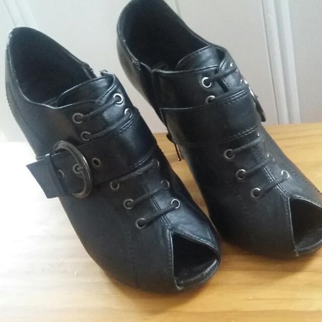 Very Nice And Comfortable high Heels Black