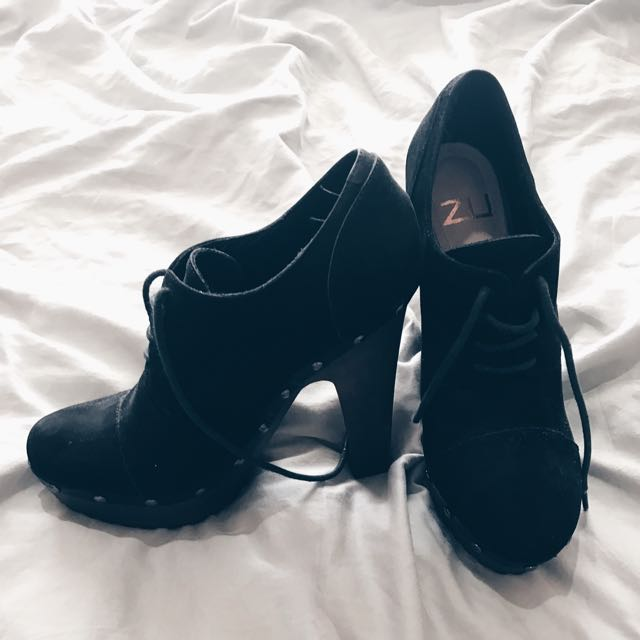 Zu Black Heels