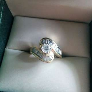 Beautiful 14K Gold Ring With Gorgeous Baguettes