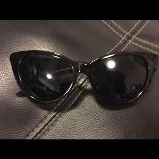 Women's Cat Eye Vintage Sunglasses in Black - Brand New!