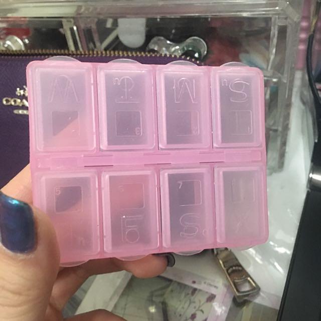 八格粉色小藥盒