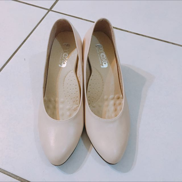 粉裸色高跟鞋