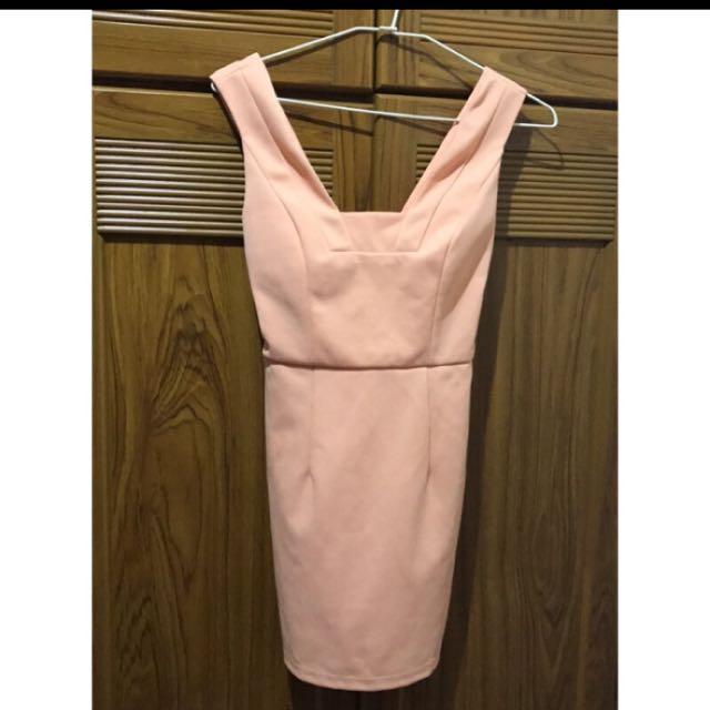 免運粉紅洋裝