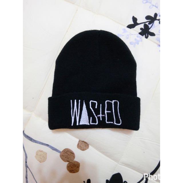 細針織黑色英文字毛帽