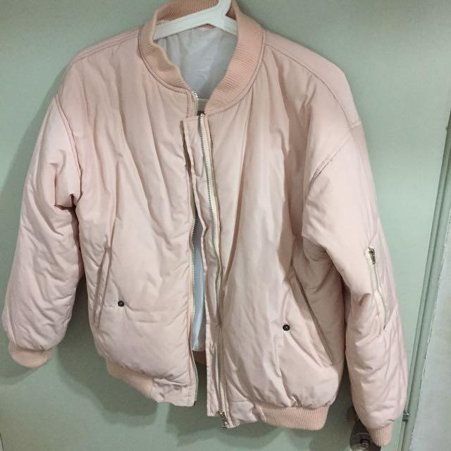粉紅厚飛行外套