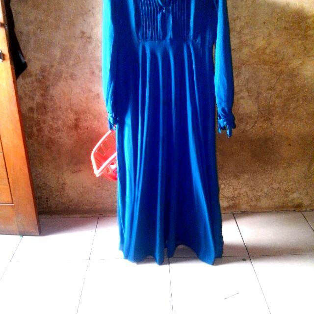 Bissmillaah,,assalammu Alaykum Mau Jual Gamis Umbrella Model.kancing Berenda Plus Hijab 2 Tunpuk Terbelah Lenganya,baru Di Pakai 2x.tdk D Pakai2.krn.panjangbsekali.tinggiku Cuma 165