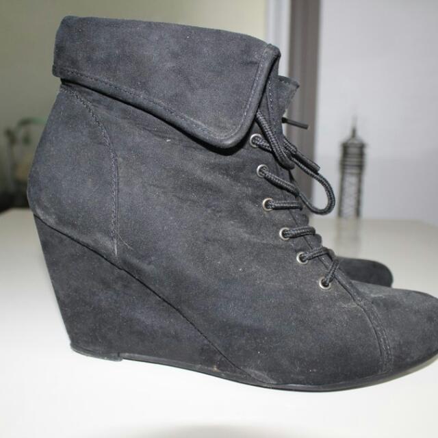 Black Wedged Heels Size 10 Brand WILDFIRE