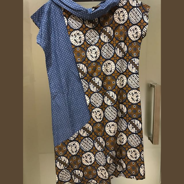 Danar Hadi Batik dress