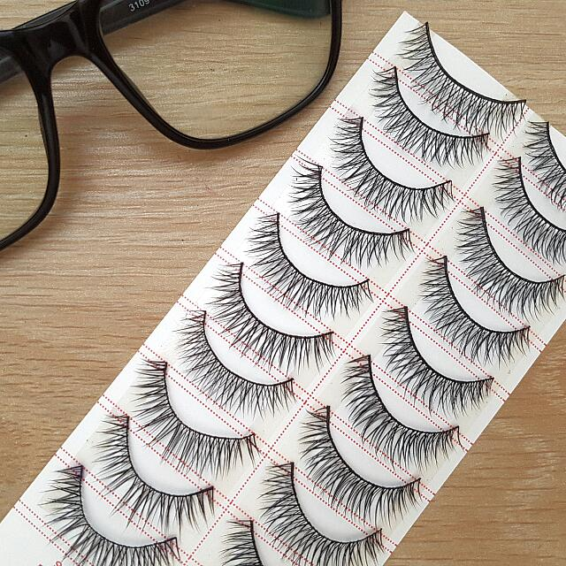 Everyday Natural Lashes.