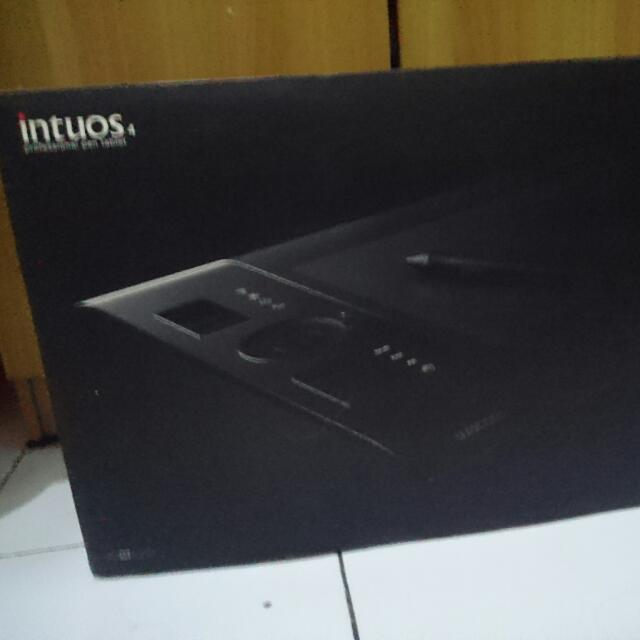 Intuos 4 Medium Wacom Pen Tablet